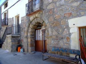Cadalso de los Vidrios, Arco de la Ermita de Santa Ana