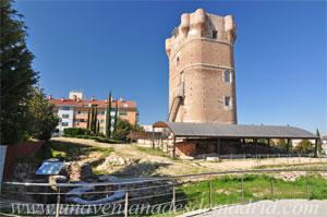 Arroyomolinos, Restos de las dos torres de protección del acceso principal al recinto amurallado situadas en la esquina Sudoeste