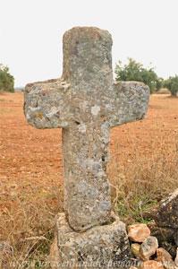 Belmonte de Tajo, Cruz de piedra de don Aniceto