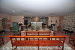 Cubas de la Sagra, Cripta del siglo XVI en donde vemos al fondo los restos del antiguo altar y una cruz de madera clavada en el mismo lugar donde, según la tradición, la clavó la Virgen María