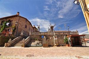La Hiruela, Conjunto monumental de fuente, escalinata y antepecho