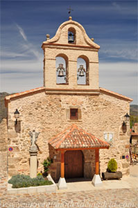 La Hiruela, Fachada principal de la iglesia