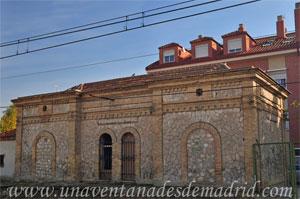 Valdelaguna, Fachada interior del edificio de viajeros, vista desde la Avenida de la Estación
