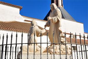 Monasterio y Santuario de Santa María de la Cruz y la Santa Juana, Aparición de la Virgen de la Cruz a la niña Inés