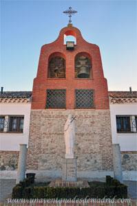 """Monasterio y Santuario de Santa María de la Cruz y la Santa Juana, Espadaña del Monasterio y estatua de """"la Santa Juana"""""""
