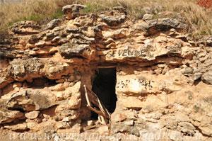 Valdelaguna, Cueva