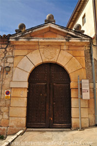 Valdelaguna, Portada principal de la Casa del Cura