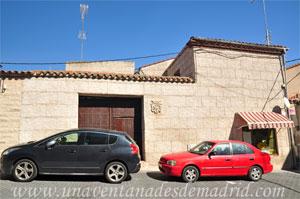Villa del Prado, Dintel de la Avenida Reina Sofía, 21