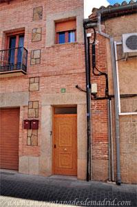 Villa del Prado, Dintel de la Avenida Reina Sofía, 44