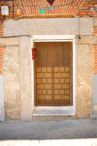 Villa del Prado, Dintel de la Calle Escalona, 11