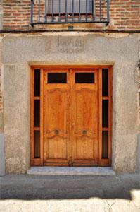 Villa del Prado, Dintel de la Calle Escalona, 13