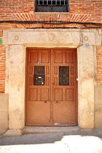 Villa del Prado, Dintel de la Calle Génova, 9