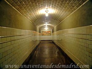 Estación Fantasma de Chamberí, Pasarela para cambiar de andén
