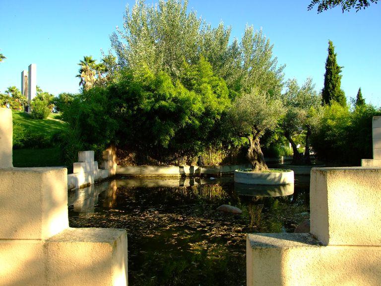 Jard n de las tres culturas for Filtros para estanques de jardin