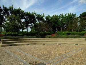Jardín de las Tres Culturas, Graderío
