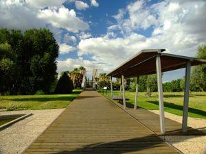 Jardín de las Tres Culturas, Pasarela-puente