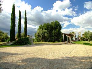 Jardín de las Tres Culturas, Plaza de Acceso
