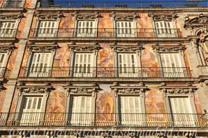 Madrid, Carlos II, Detalle de las pinturas de la fachada de la Casa de la Panadería