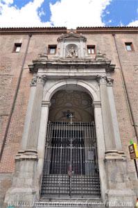 Madrid, Felipe III, Portada principal de la Parroquia de Nuestra Señora del Carmen y San Luis Obispo