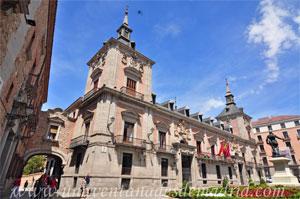 Madrid, Felipe IV, Pasaje voladizo que une Casa de la Villa con la Casa de Cisneros