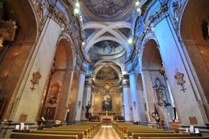 Basílica Pontificia de San Miguel, vista de su única nave desde los pies del templo