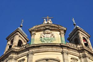 Basílica Pontificia de San Miguel, remate de la fachada