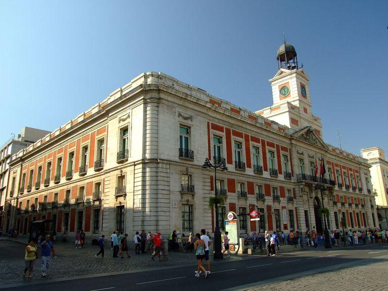 Los borbones carlos iii for Edificio puerta real madrid