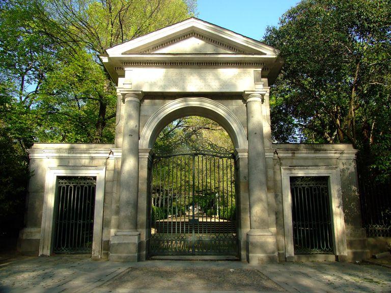 Los borbones carlos iii for Costo entrada jardin botanico