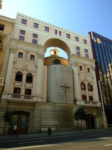Madrid, Oratorio del Caballero de Gracia, fachada posterior a la Gran Vía