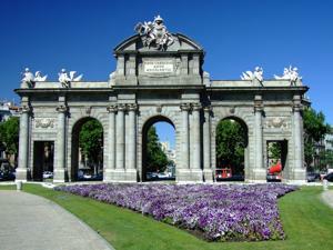 Madrid, Puerta de Alcalá, cara exterior