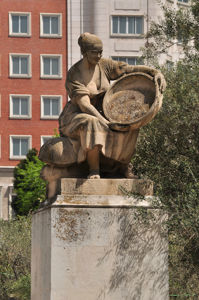 Monumento a Miguel de Cervantes, Aldonza Lorenzo