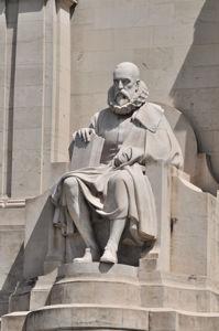 Monumento a Miguel de Cervantes, Estatua de Miguel de Cervantes