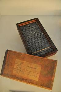 Imprenta Municipal, Caja de modelos del tipo Litho Antigua, redonda, cuerpo 24, procedente de la fundición tipográfica Bauer