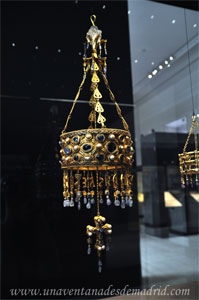 Museo Arqueológico Nacional, Corona votiva de Recaredo, perteneciente al Tesoro visigodo de Guarrazar. Siglo VII.