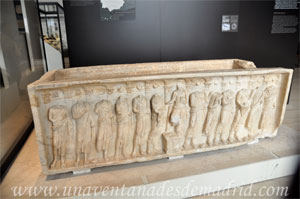 Museo Arqueológico Nacional, Sarcófago hallado en La Pueblanueva, en Toledo, con las imágenes de Cristo y de los doce apóstoles talladas y que sirve de muestra de la cristianización de la aristocracia rural
