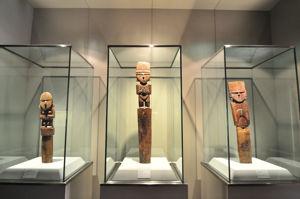Museo de América, Figuras deíficas, procedentes de Perú, pertenecientes a la cultura Chimú