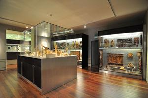 """Museo Lázaro Galdiano, Sala 21: """"Esmaltes, hierros y bronces. Madera. Marfil"""""""