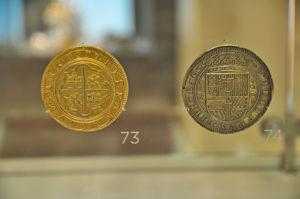 """Museo Lázaro Galdiano, Sala 22: """"Vitrinas con piezas de la colección de monedas"""""""