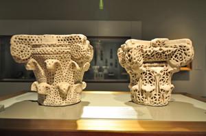 Museo Lázaro Galdiano, Dos capiteles hispanomusulmanes provenientes de Toledo y Córdoba