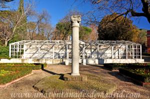 Columna j�nica e invernadero de la Quinta de los Molinos