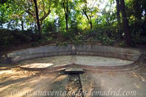 Quinta de la Fuente del Berro, Fuente mural con el Escudo de Madrid