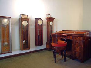 Real Observatorio Astronómico de Madrid, Colección de relojes en la Sala del Círculo Meridiano