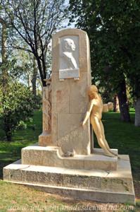 Campo Grande en El Retiro, Monumento al Doctor Cortezo