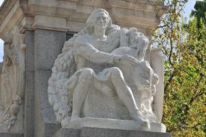 Fuente de Cuba, Estatua de Cristóbal Colón