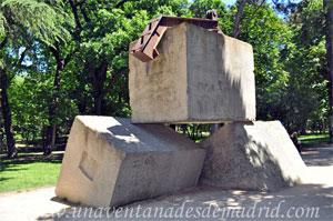 Parque del Retiro, Dados de Hormigón