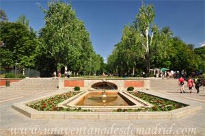 Parque del Retiro, Fuente de la Puerta de la Independencia