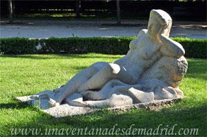 Parque del Retiro, Mujer Sedente