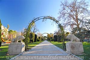 Parque del Retiro, Osos sentados de la Casa de Fieras