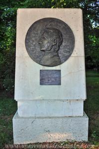 El Jardín de los Planteles en El Retiro, Monumento a Francisco Morazán Quesada