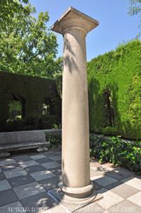 Retiro, Jardines de Cecilio Rodríguez, Dos columnas ornamentales